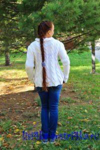 palto-spicami-belosnejnimi-kosami-spinka