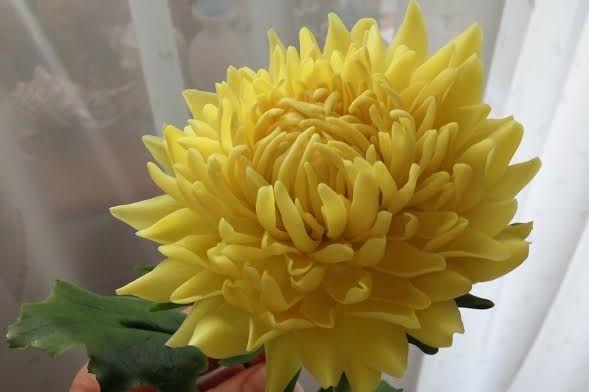 Хризантема желтая из полимерной глины